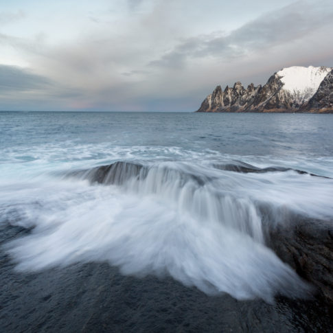 Wave, sea, ocean, white, snow, mountain, rock, devils teeth, incoming